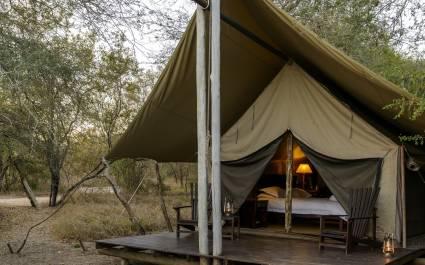 Große Zelt-Suite im Rhino Safari Camp Hotel in Simbabwe, Lake Kariba & Matusadona