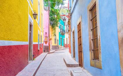Mexican architecture Colonial houses set along cobbled streets in hilly Guanajuato