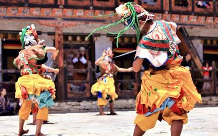 Traditioneller Tanz  bei einer buddhistischen religiösen Zeremonie, Bhautan