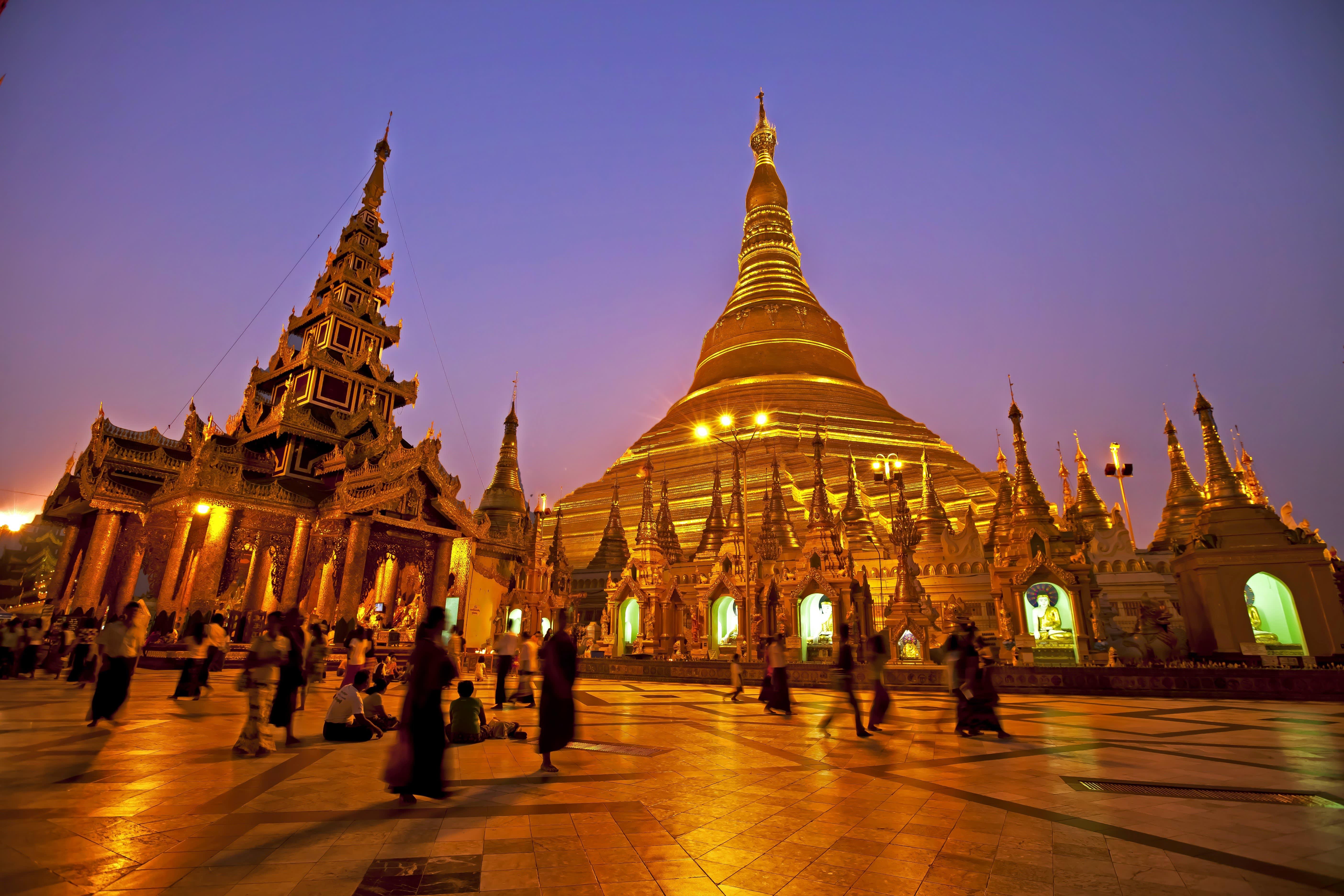 Die Shwedagon Pagode bei Dämmerung