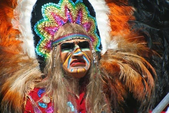Verkleideter Mann beim Oruro Karneval