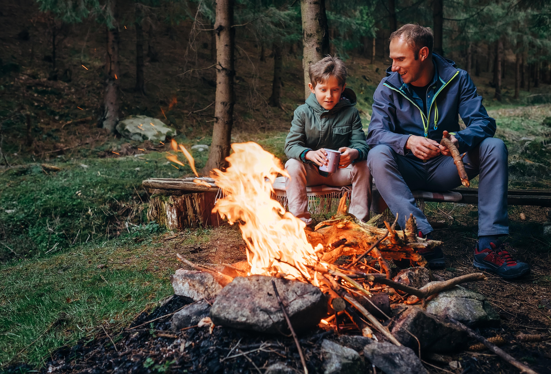 Lagerfeuer mit der Familie