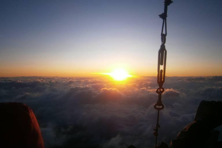 Sonnenaufgang vom Gipfel des Fuji, Japan
