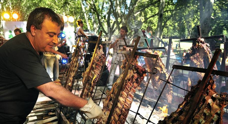 Street Food in Argentina: Discover the Best Kept Secrets