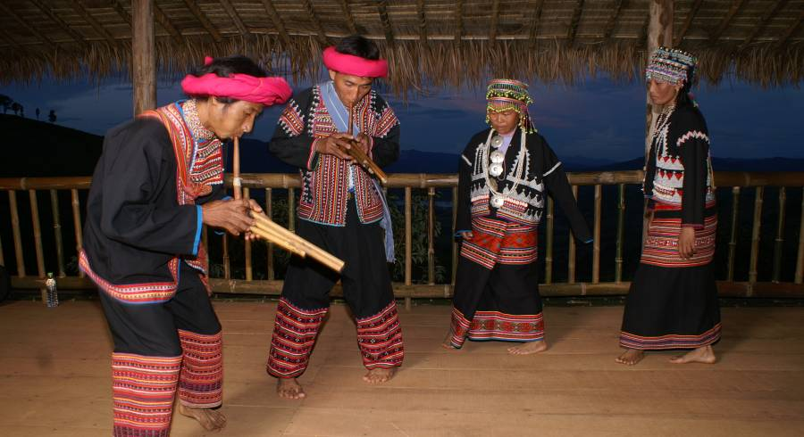 Dance performance at Lanjia Lodge.