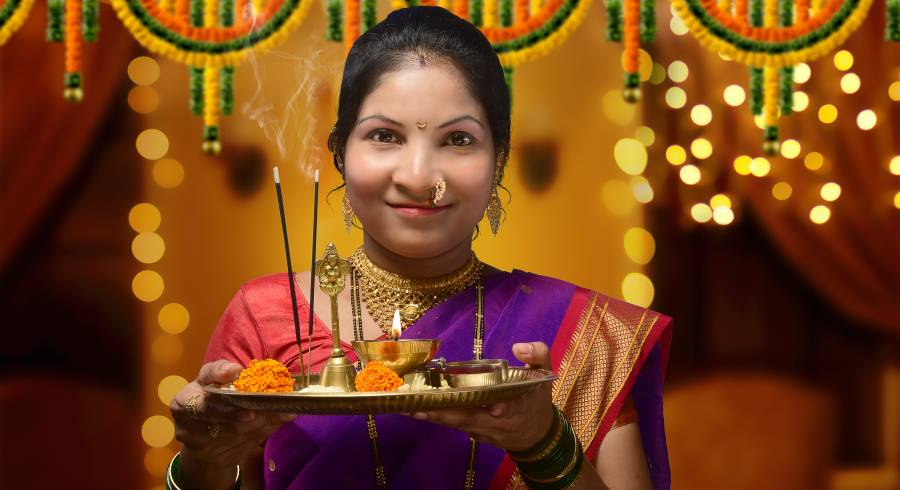 Enchanting Travels - Welcome ritual in India - woman welcoming guest