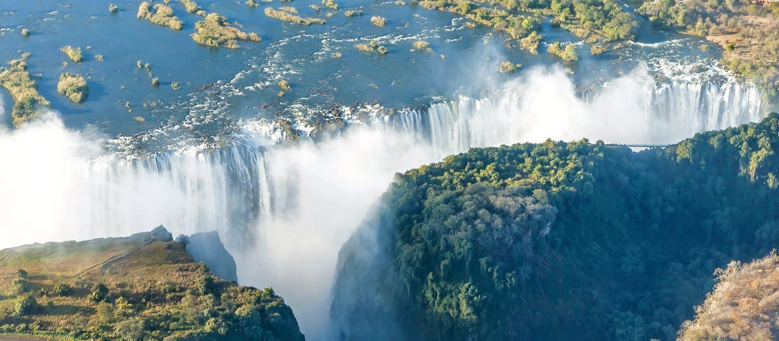 Classic Zimbabwe: Waterfalls and Wildlife Tour Trip 1