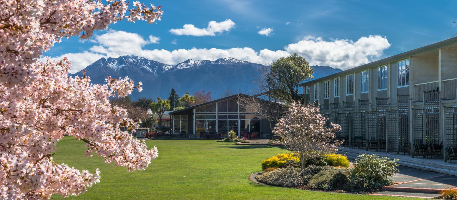Hotel Distinction  and Villas Lake Te Anau New Zealand