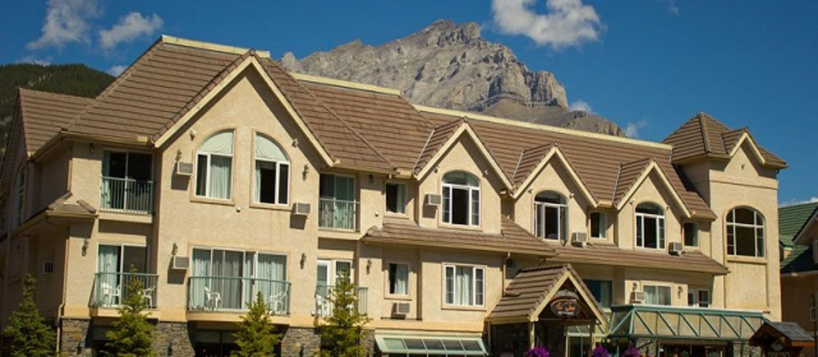Hotel Irwin's Mountain Inn Canada