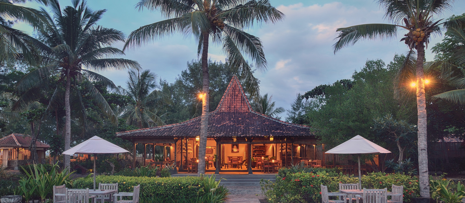 Hotel Desa Dunia Beda Beach Resort Indonesien