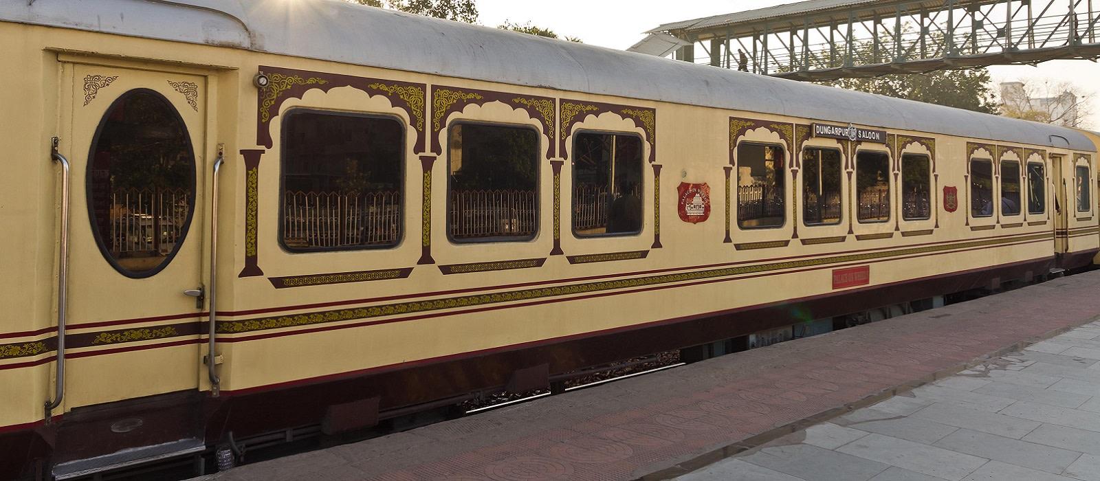 Hotel Palace On Wheels Train North India