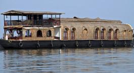 Destination Kumarakom Houseboat South India