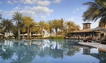 Arabian Court pool and Eauzone restaurant