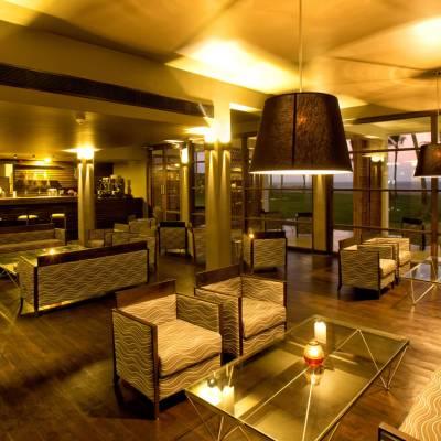 Main bar & Lounge