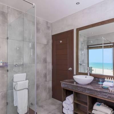 Ocean studio bathroom