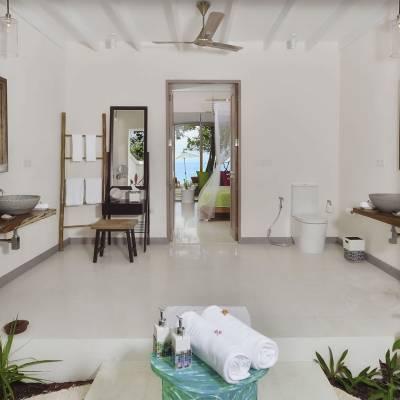 Deluxe beach villa bathroom