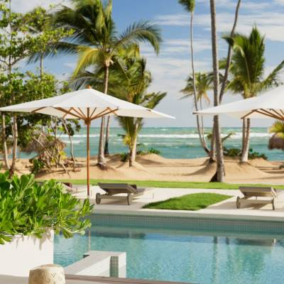 Beachfront swim-up at Excellence El Carmen