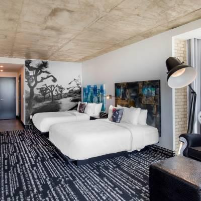 Corner double queen suite