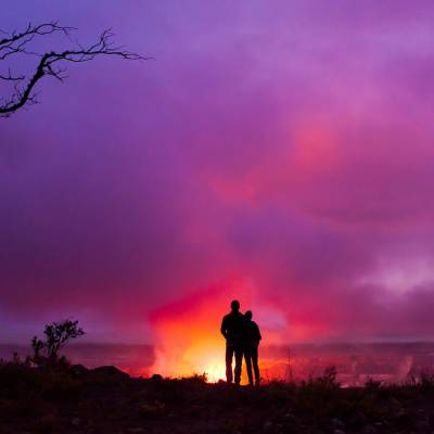 Couple overlooking Hale Ma'uma'u Crater