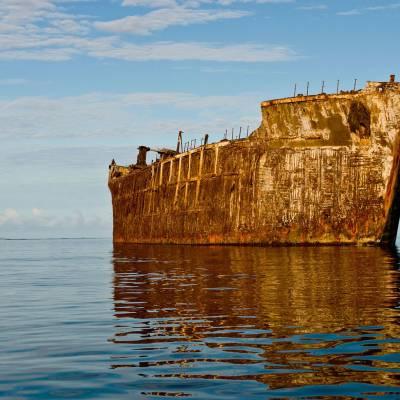 Ghost ship on Kaiolohia Beach