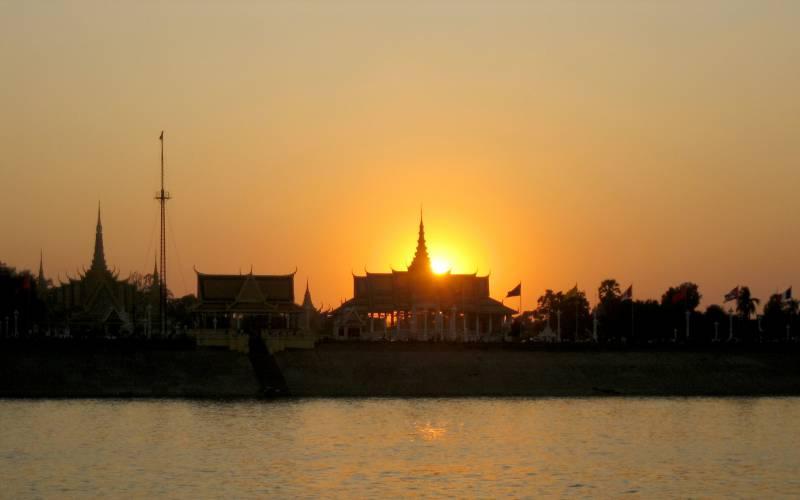 Sunset behind Royal Palace