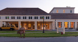 Enchanting Travels USA Tours Mammoth Hot Springs Hotel