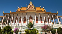 ein kleiner Uhrturm vor der Silberpagode, Phnom Penh