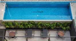 Luftaufnahme vom Pool in der Casa Sur Palermo in Buenos Aires, Argentinien