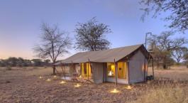 Auu00dfenansicht eines Zeltes von Ubuntu Camp N  in Nu00f6rdliche Serenget, Tansania