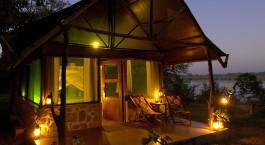 ein Sonnenuntergang über einem Zelt