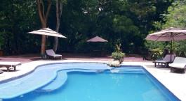 Swimmingpool im Hotel Tikal Jungle Lodge, Tikal Nationalpark, Guatemala