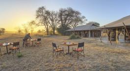 Abendessen im Freien im Ubuntu Camp N Hotel, nu00f6rdliches Serengeti, Tansania