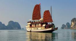 Auu00dfenansicht von Kreuzfahrt im Dragonu2019s Pearl Hotel, Halong Bay, Vietnam