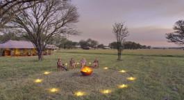Lagerfeuer  im Hotel Kimondo Camp u2013 Su00fcdserengeti in Tansania