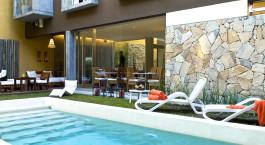 Pool im Mine Hotel in Buenos Aires, Argentinien