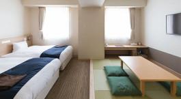 Zimmer mit Betten im Hotel WBF Asahikawa in Asahikawa, Japan