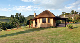 Auu00dfenansicht einer Gu00e4stelodge im Montusi Mountain Lodge in Zentral- & Nord Drakensberg, Su00fcdafrika
