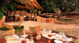 Mittagessen im Hotel Luwi Bushcamp im South Luangwa, Zambia