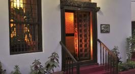 Auu00dfenansicht des Hotels Zanzibar Palace im Stone Town in Tansania