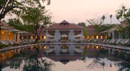 Innenhof mit Pool im Amantaka in Luang Prabang in Laos