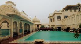 Swimmingpool im Hotel Udai Kothi, Udaipur, Nordindien