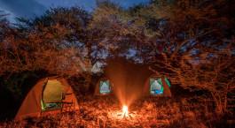 Lagerfeuer im Bushways Mobile Bush Camp in Botswana, Afrika