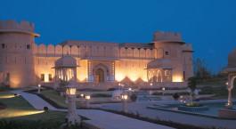Auu00dfenansicht bei Nacht im Hotel The Oberoi Rajvilas in Jaipur, Nordindien