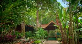 Auu00dfenansicht im Hotel Pachira Lodge im Tortuguero in Costa Rica