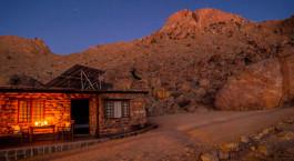 Auu00dfenansciht des Klein Aus Vista Eagleu2019s Nest Chalets Hotel in Aus, Namibia