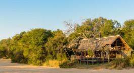 Auu00dfenansicht der Rhino Post Safari Lodge, Kru00fcger in Su00fcdafrika
