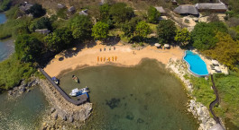 Luftaufnahme von Blue Zebra Island Lodge in Malawisee, Malawi
