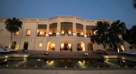 Auu00dfenansicht des Nadesar Palace in Varanasi Indien