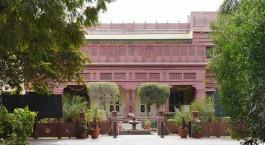 Auu00dfenansicht im Ratan Vilas Hotel in Jodhpur, Nordindien