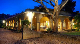 Auu00dfenansicht im Hotel Huntingdon House, Shire Highlands in Malawi